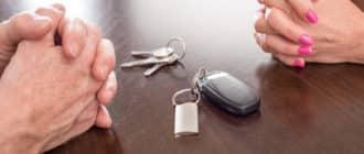 как разделить кредитную машину при разводе