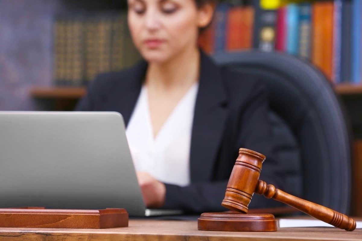 Как разделить квартиру в ипотеке при разводе в судебном порядке